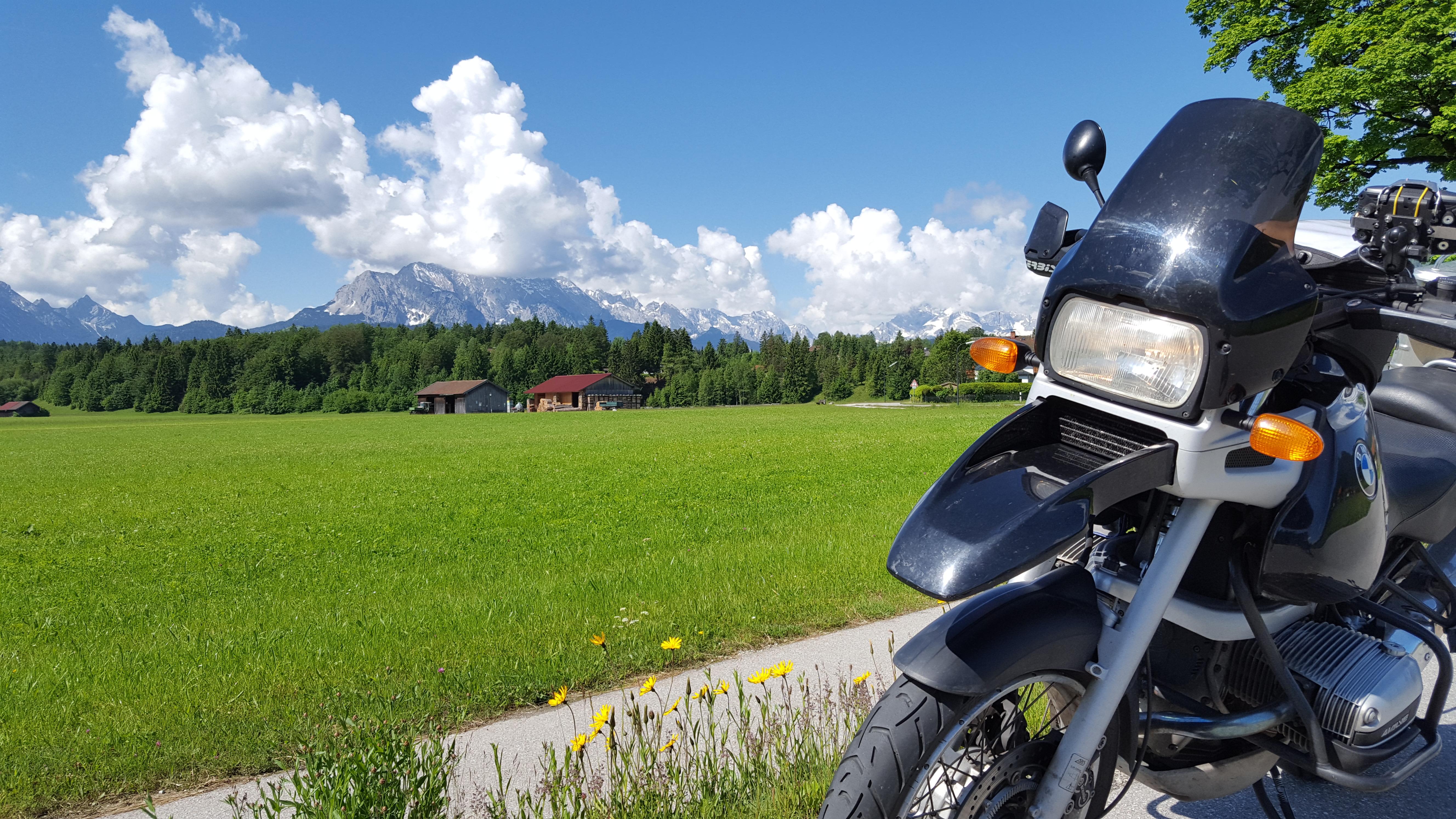 R1100GS Alpenvorland Wiese